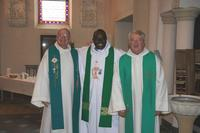 Messe d'accueil de l'abbé Félix Coulibaly  dimanche 31 octobre 2010, paroisse Bx Marcel Callot, église de Courcelles les lens en présence des curés  Jean marie Loxay et Maurice Macquart.