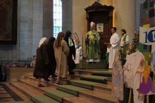 Remise du projet diocésain aux religieuses