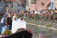 Procession sur l'eau