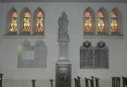 Noeux les Mines, église St Martin, Notre Dame des Victoires (marbre blanc) et monument aux morts (guerre 14-18)