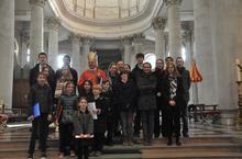 Maitrise et jeune chœur de la Cathédrale, autour du Père Évêque et du recteur de la Cathédrale.