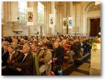 l'assemblée en train d'écouter la conférence