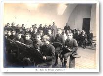 Eleve en classe, rue d'Isly