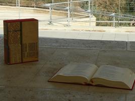 lecture de la Bible, au bord du Jourdain