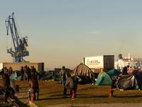 Tentes sur le port d Calais