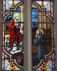 Noeux-les-Mines, église St Martin, grande verrière gauche du choeur : Le Sacré Coeur apparaît à Ste Marguerite Marie
