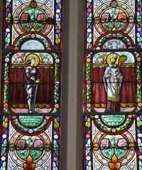 Noeux-les-Mines, église St Martin, verrière gauche du choeur : Ste Jeanne d'Arc et St Martin de Tours