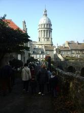 en marche vers la cathedrale