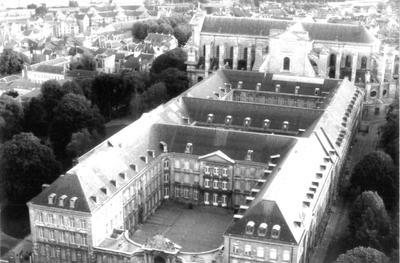 Vue aérienne de l'abbaye St Vaast - Jean Yves Beau