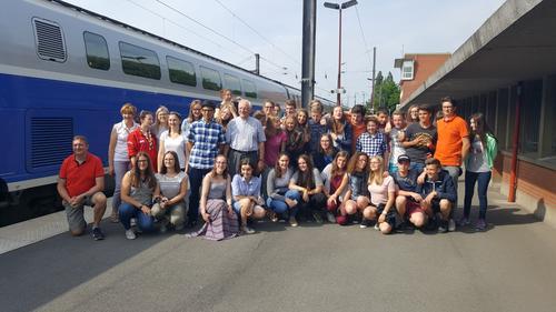 Au départ de la gare d'Arras, les jeunes du diocèse et Mgr Jaeger
