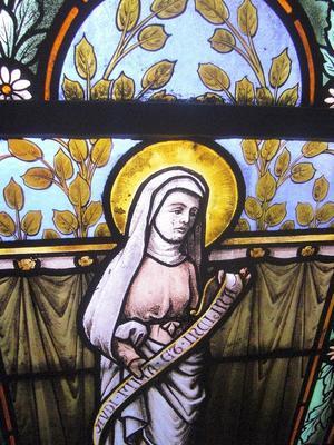 Noeux-les-Mines, église St Martin, vitrail de Ste Anne (derrière la tribune droite)