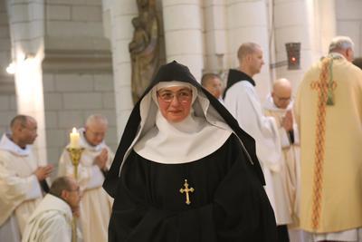 1 Mere Abbesse