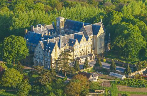 Abbaye Notre-Dame de Wisques vue du ciel