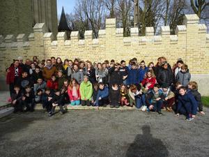 Les jeunes qui cheminent vers la profession de foi