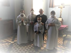 A la sacristie après la Messe