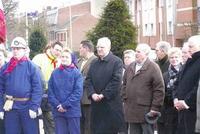 Mgr Jaeger devant le monument aux victimes