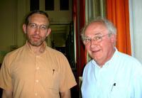 Juin 2006, Philippe Barras (a gauche) succède au père Maxime Leroy