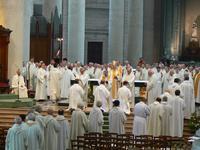 par l'ensemble des prêtres, le presbyterium