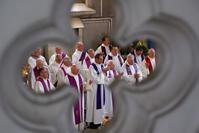 quelques-uns des prêtres