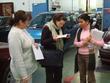 Visite de l'atelier mécanique et carosserie avec Françoise Plouvier. pas facile la traduction des mots techniques!