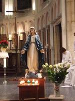 Nous te saluons, O toi Notre Dame...