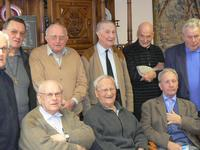 Quelques prêtres et Mgr Leuliet