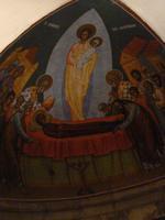 Jésus emporteauprès de Dieu Marie vêtu du linceul blanc, à l'image de l'ascension de Jésus