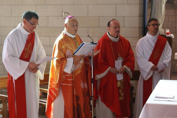 avec l'Eveque et l'abbe Dessinges et David, diacre