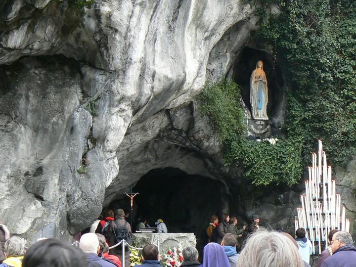Lourdes France Grotto Live