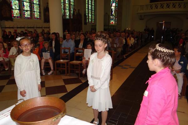 7 mai 2017 Baptemes a La Couture pendant la messe