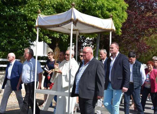 procession vaulx