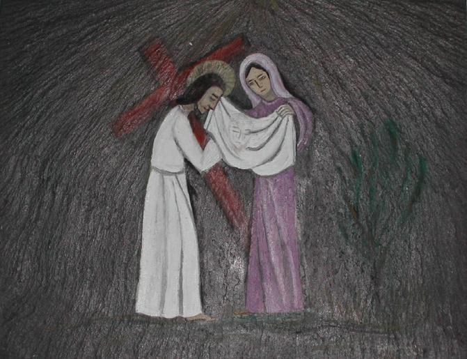 Une femme essuie le visage de Jésus